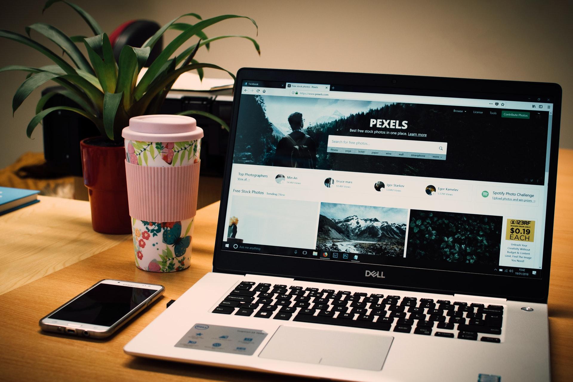 strona-internetowa-na-laptopie